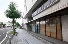 大通りを直進するとホテル正面玄関になります。