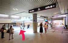 地下歩行空間を、長堀橋駅方面に向かいます。